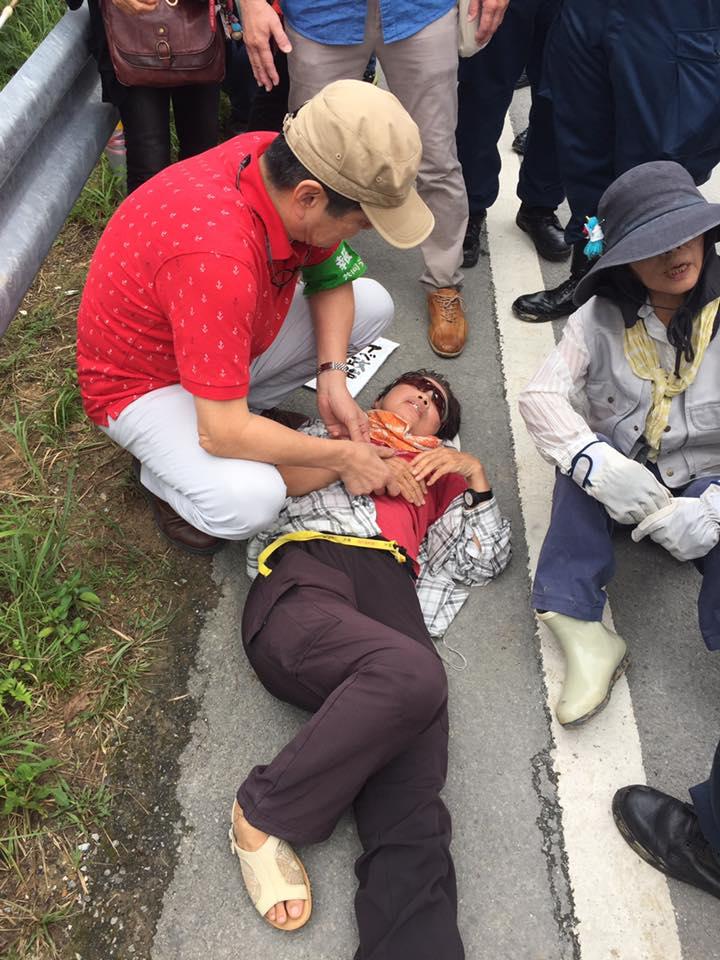 本田宏先生が倒れた女性をケア