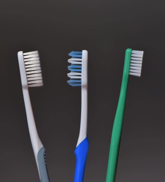 いろんな形状の歯ブラシ