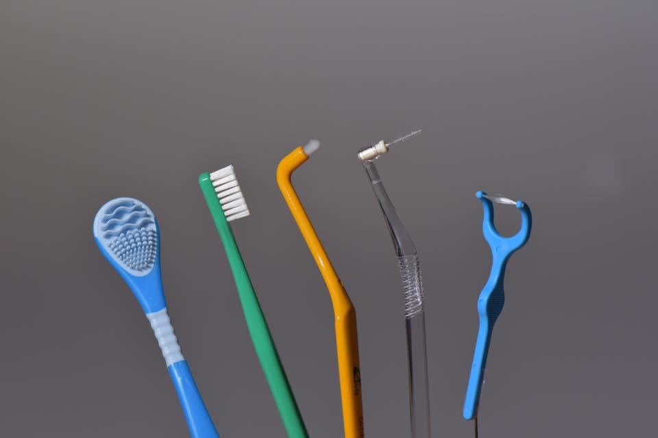 デンタルY字フロス、歯間ブラシ、タフトブラシ、歯ブラシ、舌クリーナー