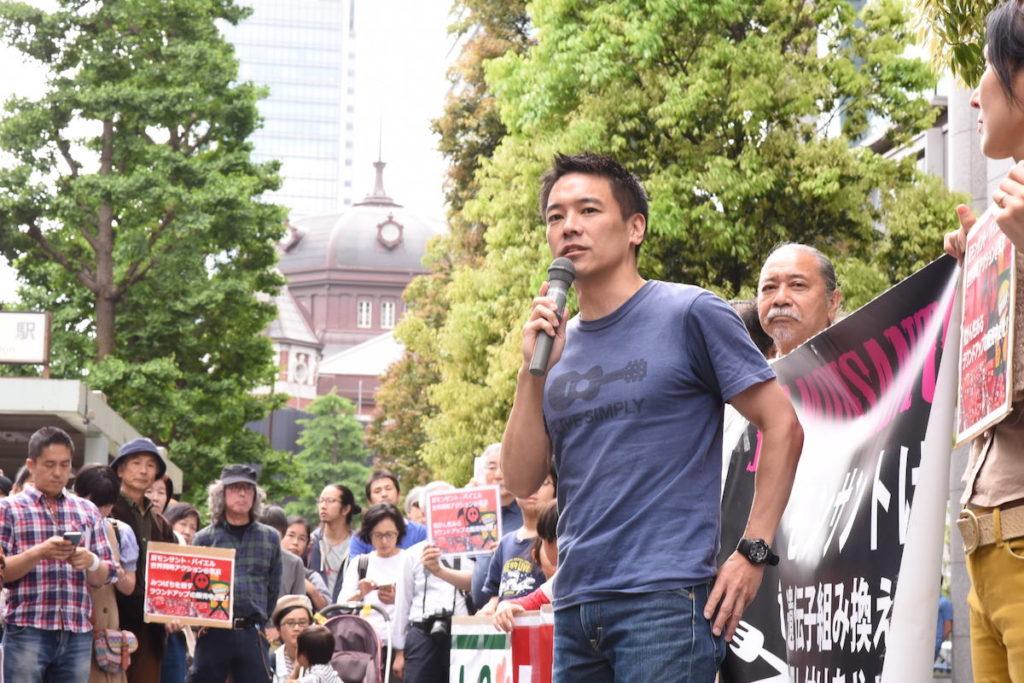 日本での抗議行動を呼びかけた一人である川上資人弁護士(C)MICHIHIKO IWASAWA