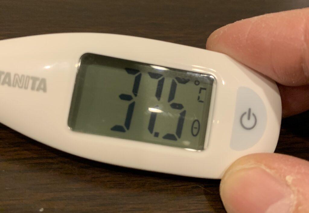 新型コロナウイルス感染が確定する前日。体温は37.5℃。強い頭痛と倦怠感が続いていた